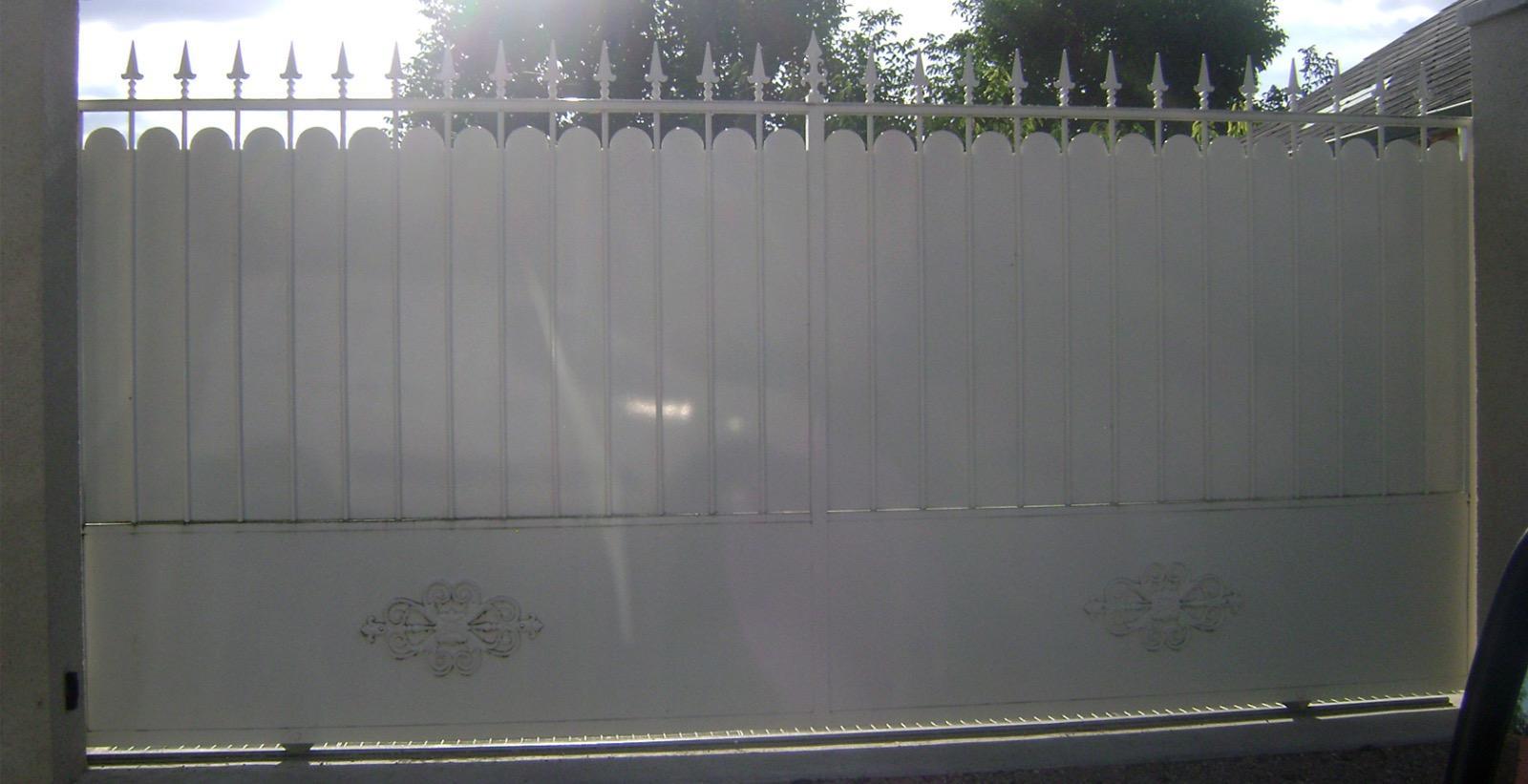 Mousse Sur Portail Pvc portes, portails et portillons - caille sarl à mer (41)